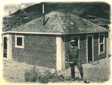Дом Уильяма Пека считают первым в мире, выстроенным из пустых бутылок