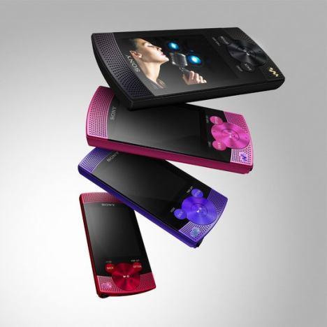 Sony представила первый Walkman со стереодинамиками