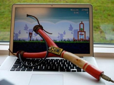 Для игры Angry Birds создана высокотехнологичная рогатка